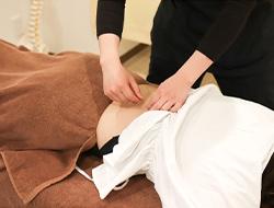 おはな整骨院の腰痛鍼灸施術風景